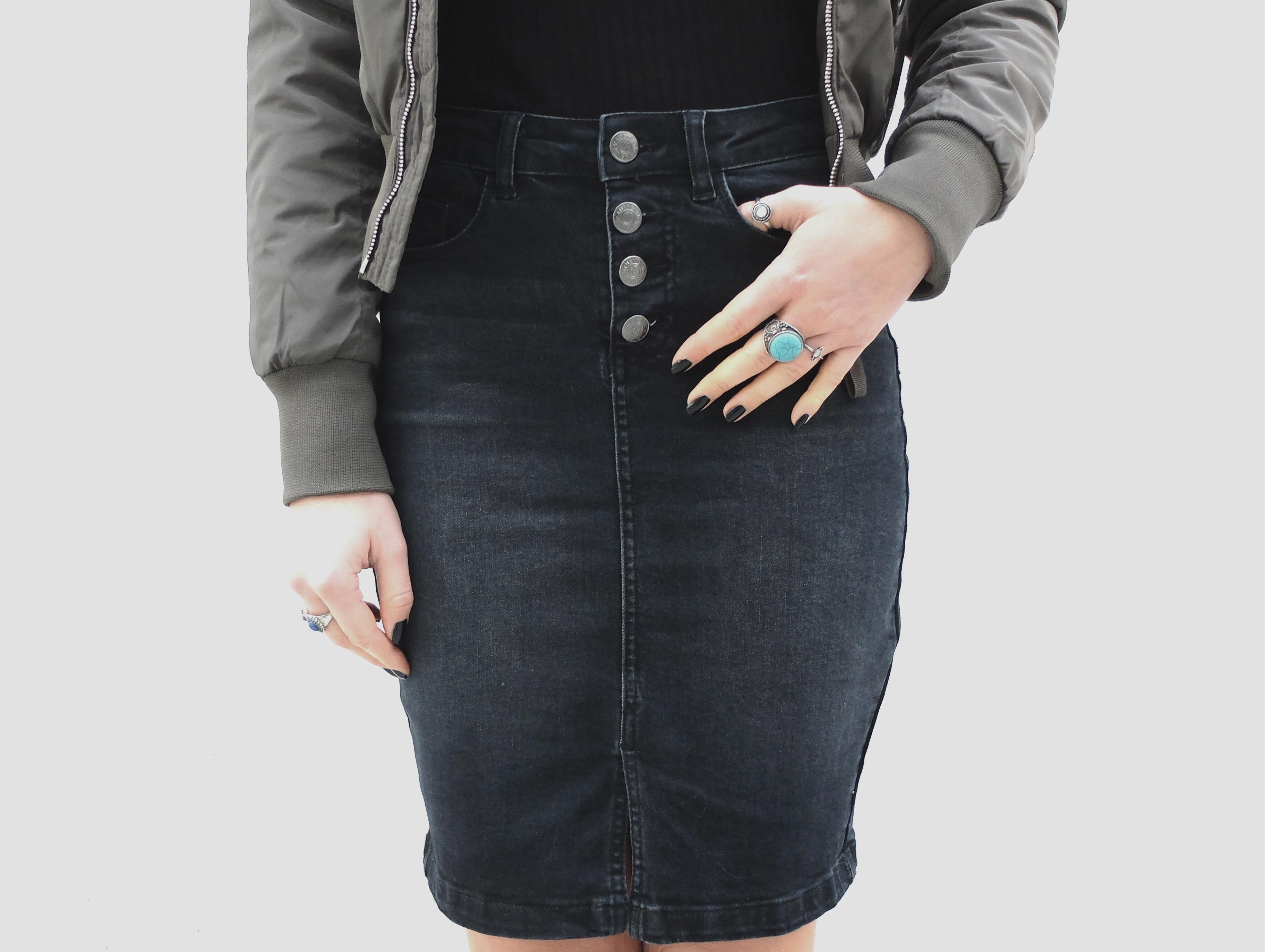 schwarzer-jeans-rock
