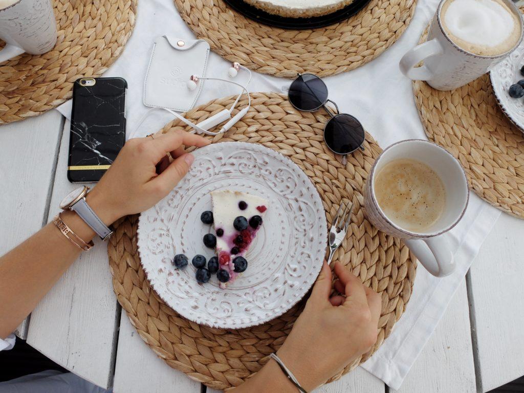 Vegan Cheesecake with berries